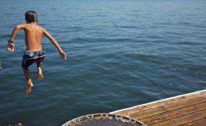 Dom nad Saskiem skok do wody